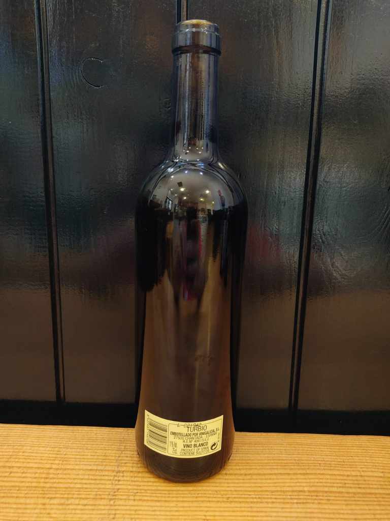 Vino blanco sin filtrar (turbio) de Galicia