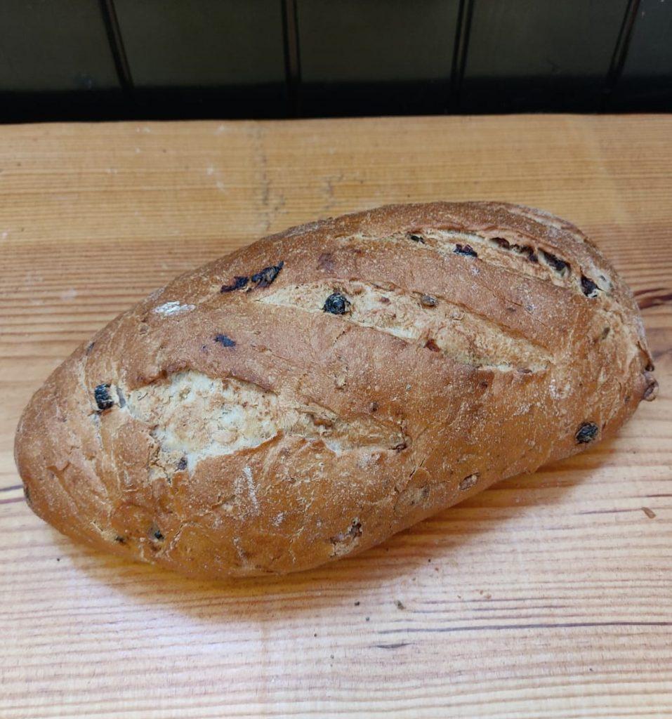 Pan de trigo, nueces y pasas